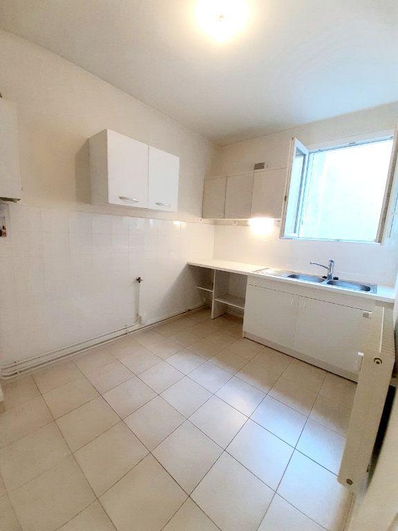 Appartement à louer 3 64.51m2 à Limoges vignette-1