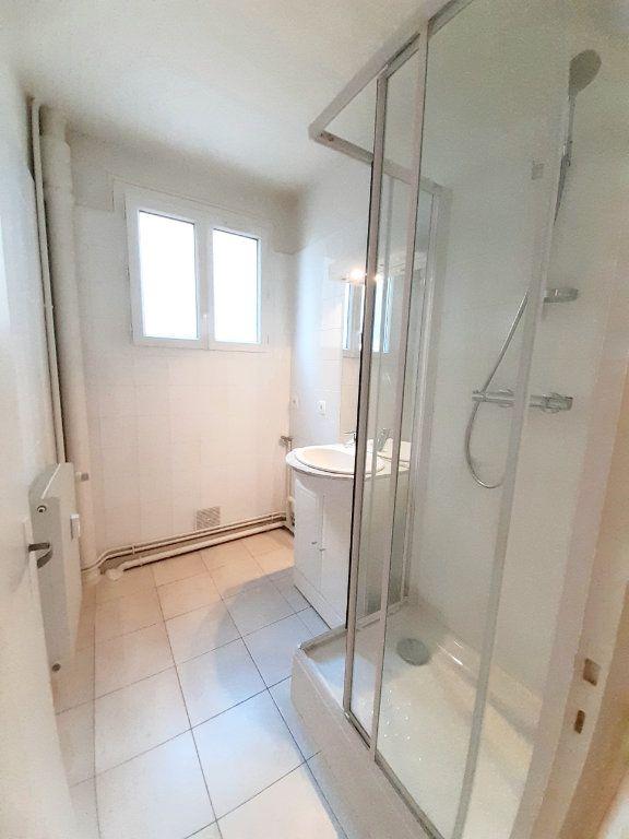 Appartement à louer 3 64.51m2 à Limoges vignette-3