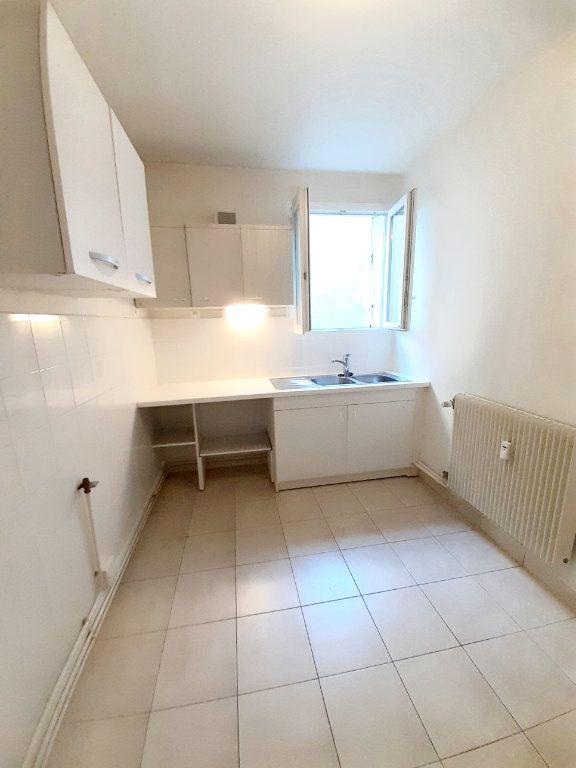 Appartement à louer 3 64.51m2 à Limoges vignette-8
