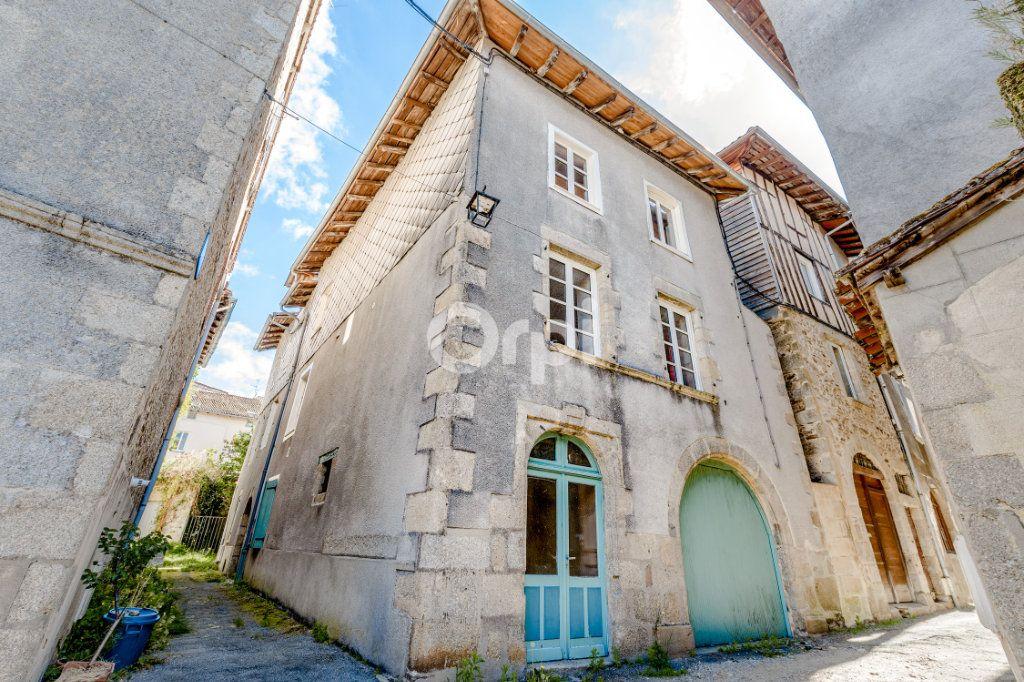 Maison à vendre 7 200m2 à Saint-Léonard-de-Noblat vignette-1