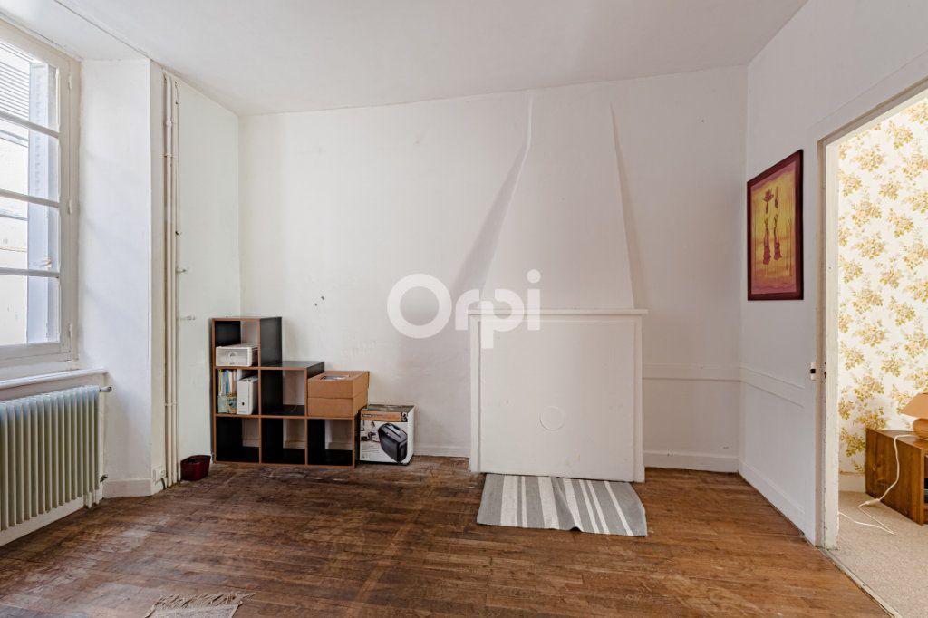 Maison à vendre 7 200m2 à Saint-Léonard-de-Noblat vignette-6