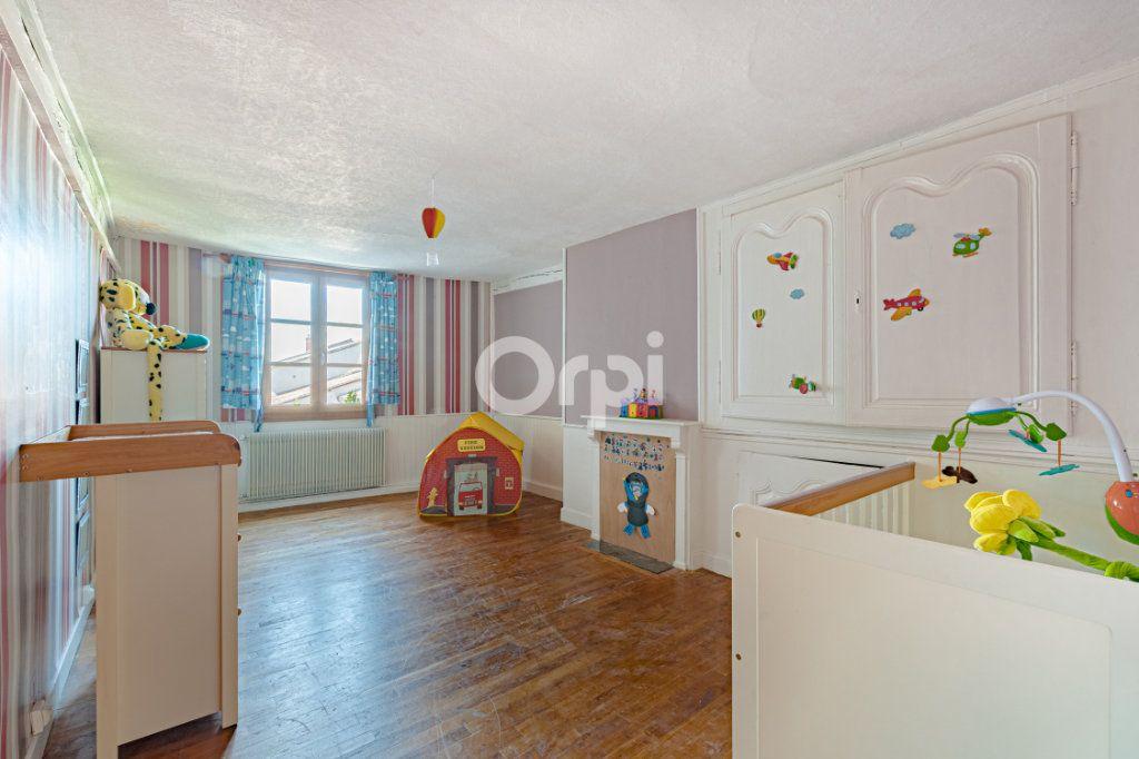 Maison à vendre 7 200m2 à Saint-Léonard-de-Noblat vignette-9