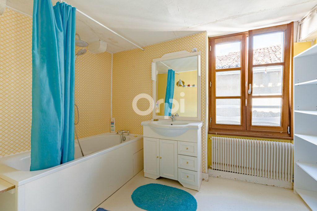 Maison à vendre 7 200m2 à Saint-Léonard-de-Noblat vignette-10