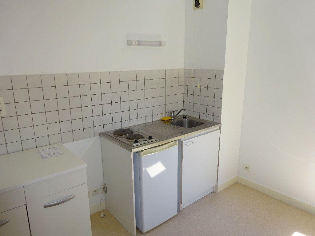 Appartement à louer 2 47.5m2 à Limoges vignette-3