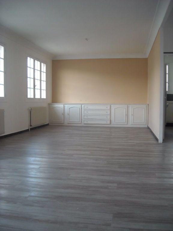 Maison à louer 4 120m2 à Rilhac-Rancon vignette-11