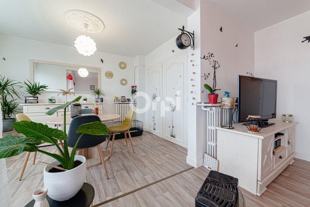 Appartement à vendre 4 64.95m2 à Limoges vignette-2
