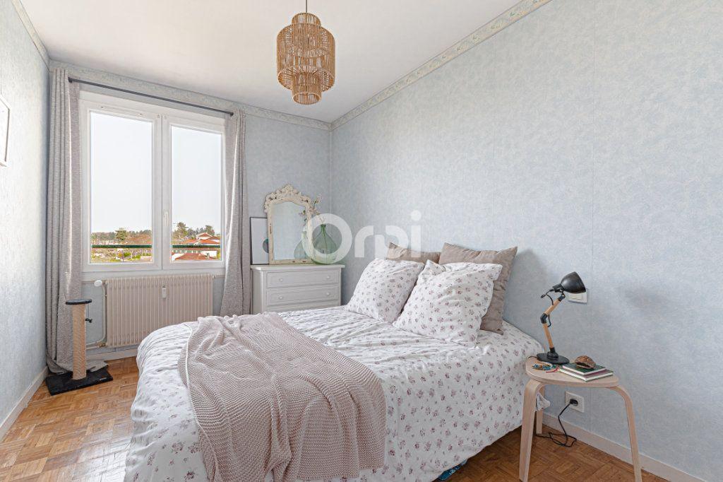Appartement à vendre 4 69.9m2 à Limoges vignette-4