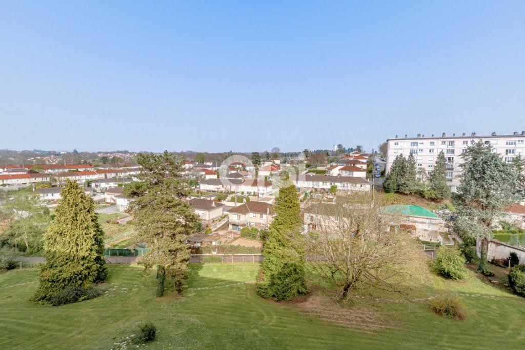 Appartement à vendre 4 69.9m2 à Limoges vignette-6