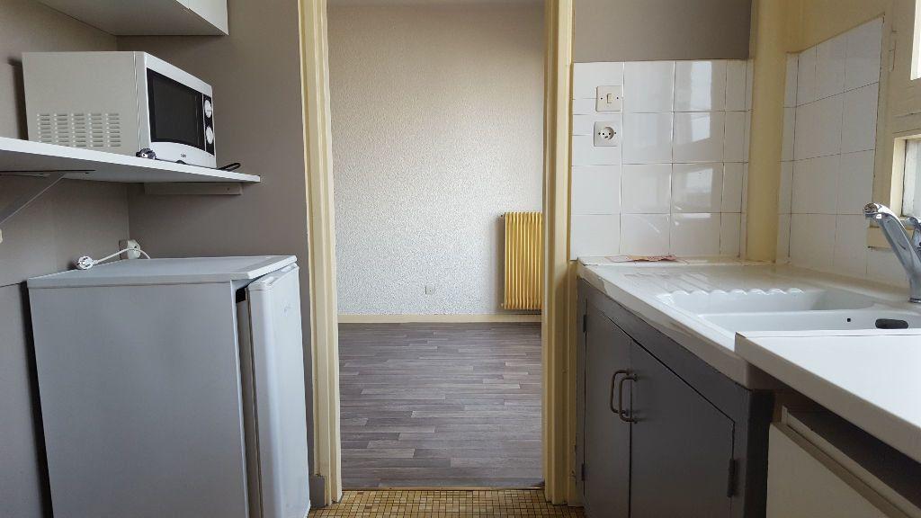 Appartement à louer 1 27m2 à Limoges vignette-6