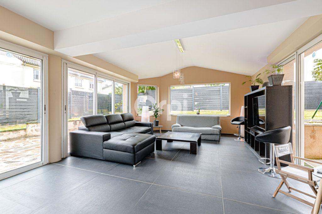Maison à vendre 8 185m2 à Rilhac-Rancon vignette-4