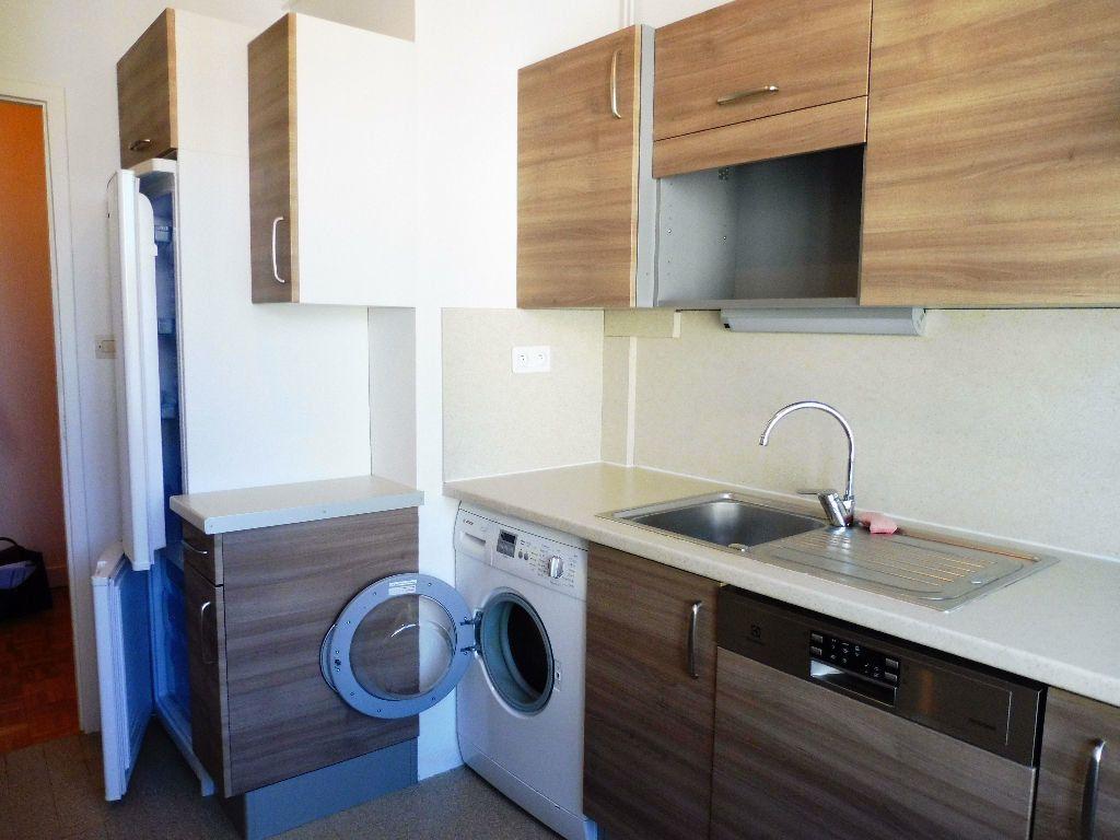 Appartement à louer 2 43m2 à Limoges vignette-1