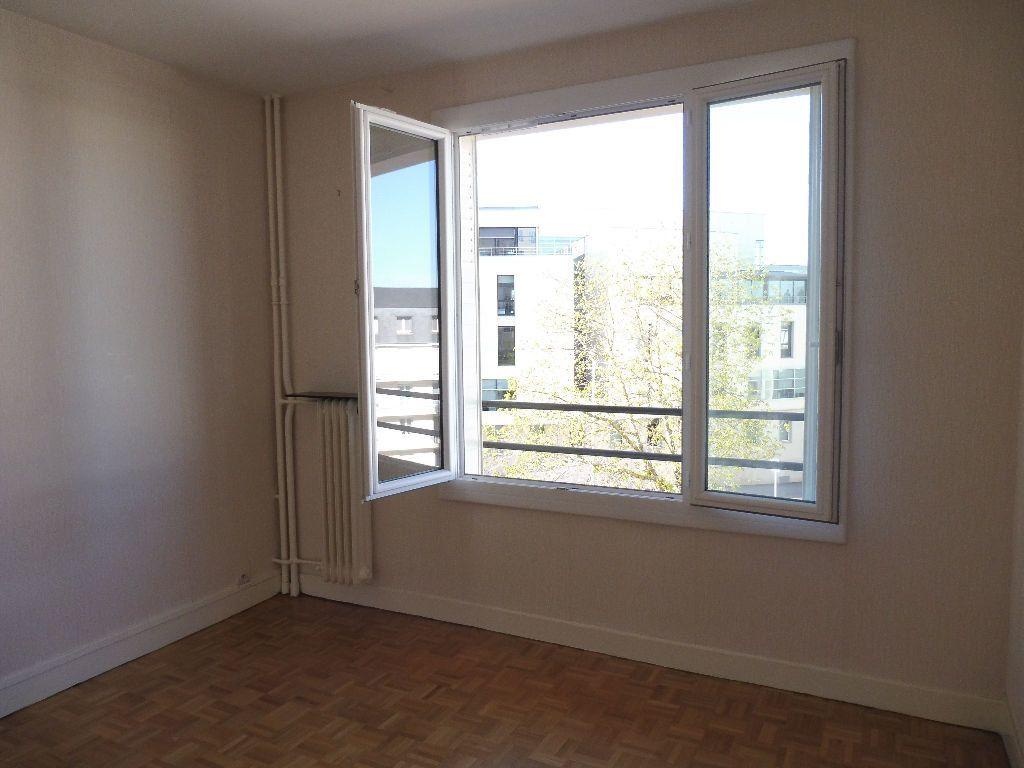 Appartement à louer 2 43m2 à Limoges vignette-2