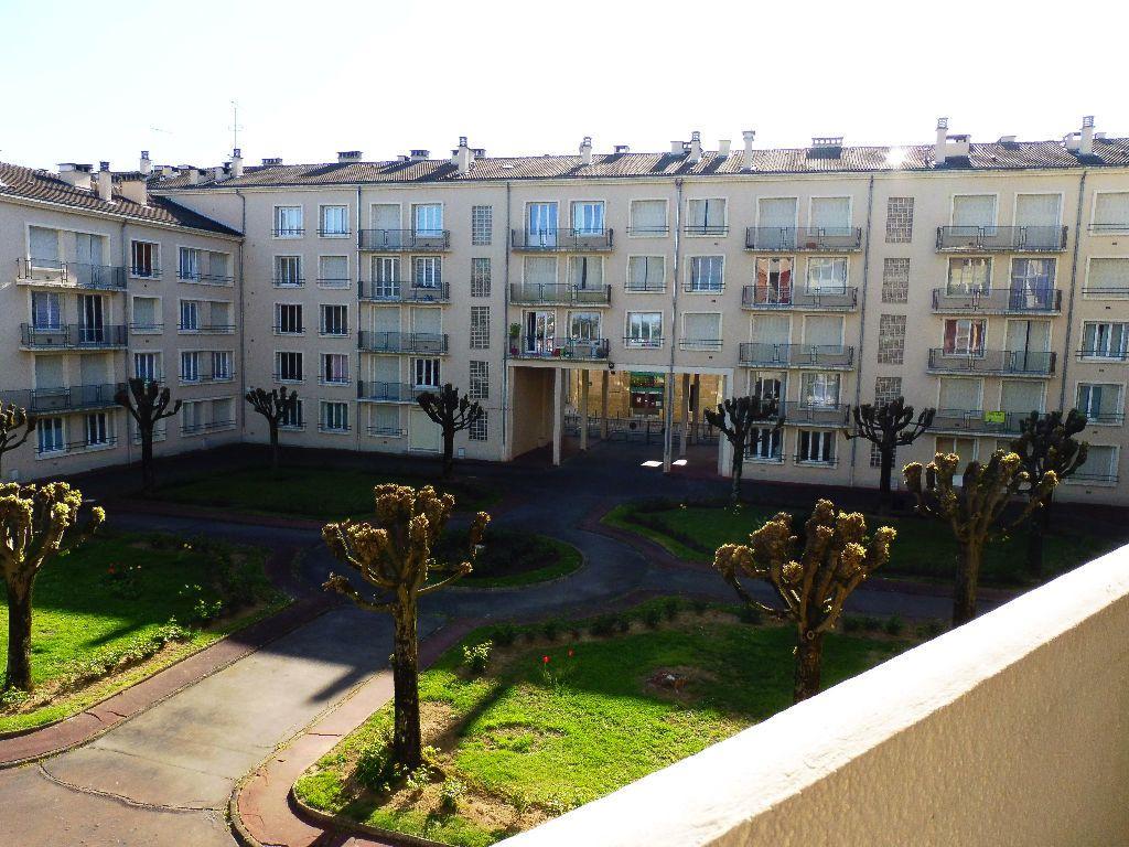 Appartement à louer 2 43m2 à Limoges vignette-3