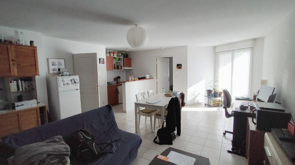 Appartement à louer 2 52.7m2 à Limoges vignette-1