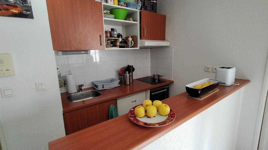 Appartement à louer 2 52.7m2 à Limoges vignette-3