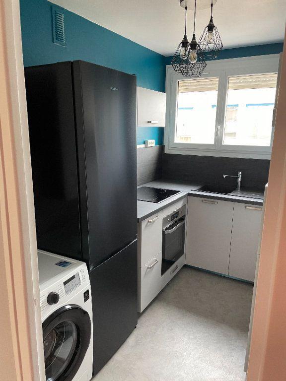 Appartement à louer 3 57m2 à Limoges vignette-2