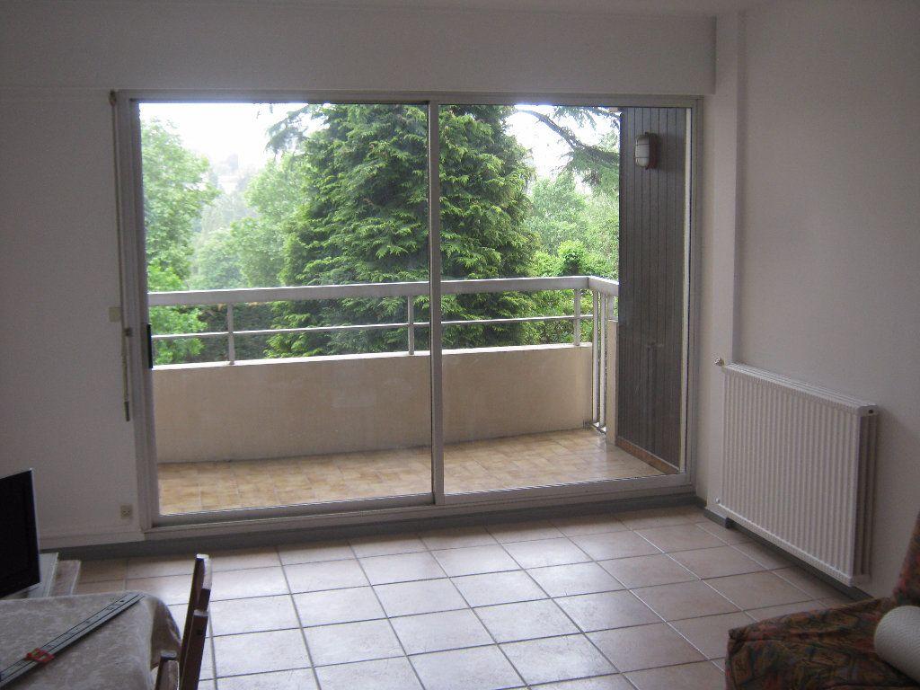Appartement à louer 3 64.77m2 à Limoges vignette-3