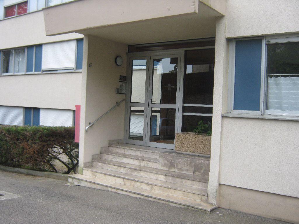 Appartement à louer 3 64.77m2 à Limoges vignette-11