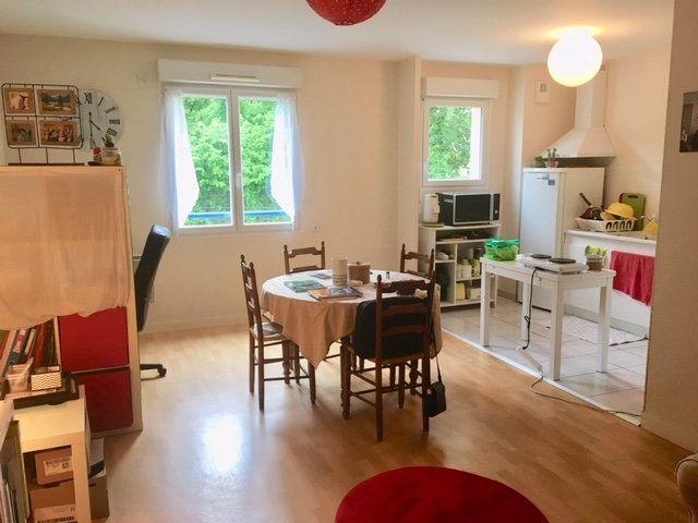 Appartement à louer 2 46.81m2 à Limoges vignette-1