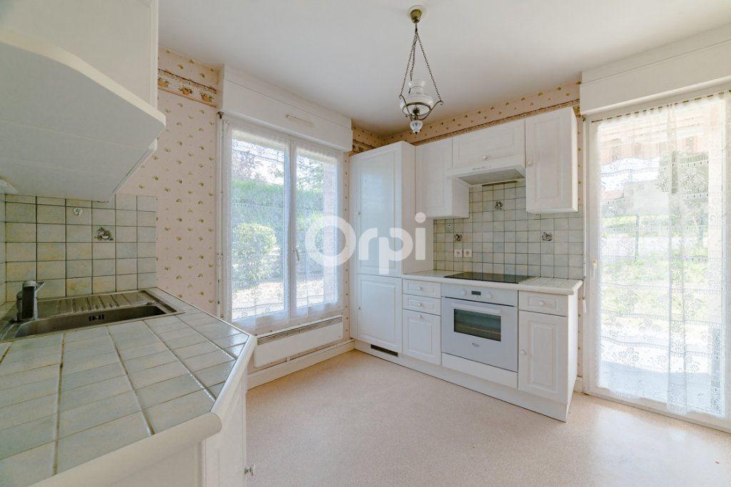 Appartement à louer 3 64.14m2 à Limoges vignette-4