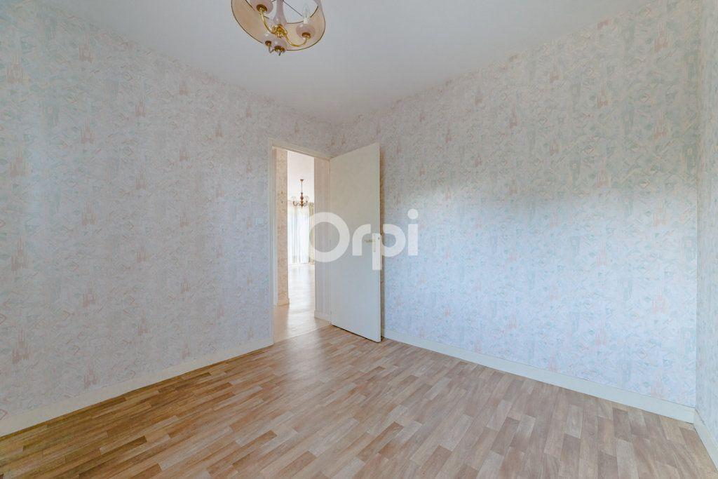 Appartement à louer 3 64.14m2 à Limoges vignette-6