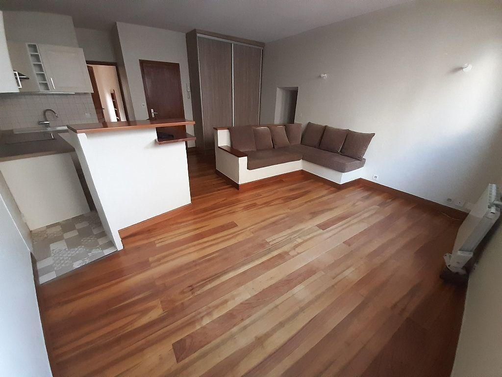 Appartement à louer 3 67.33m2 à Limoges vignette-1