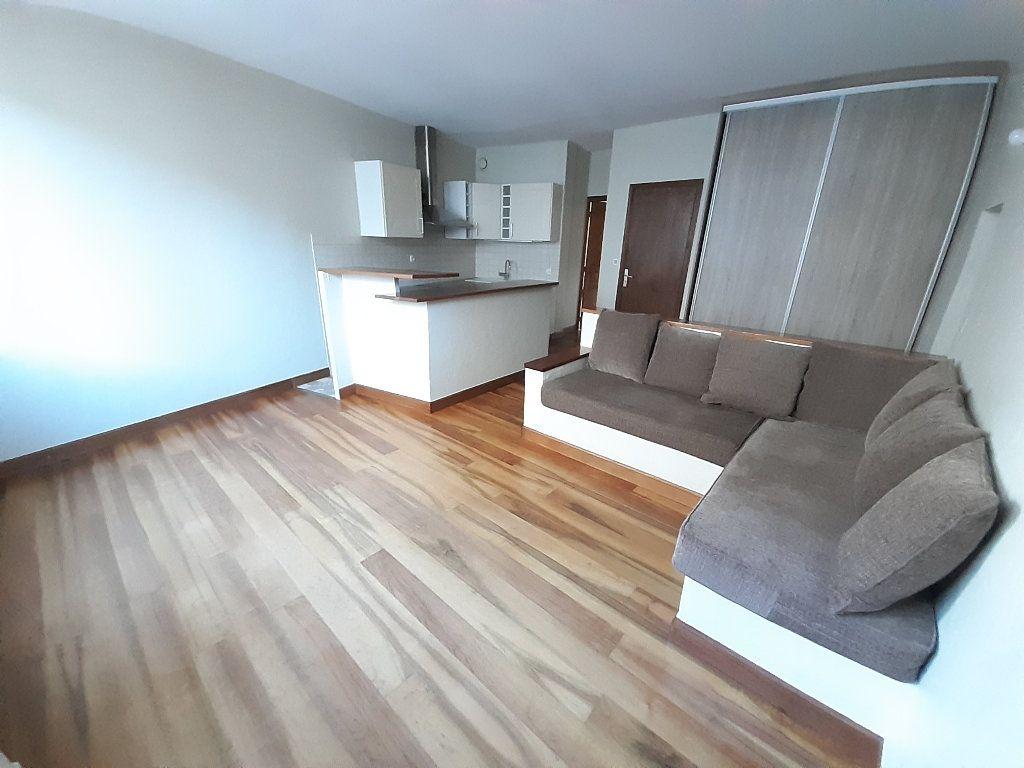 Appartement à louer 3 67.33m2 à Limoges vignette-2