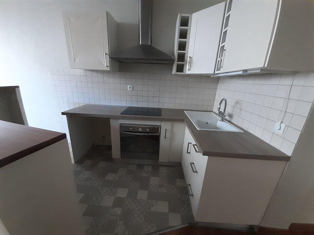 Appartement à louer 3 67.33m2 à Limoges vignette-3