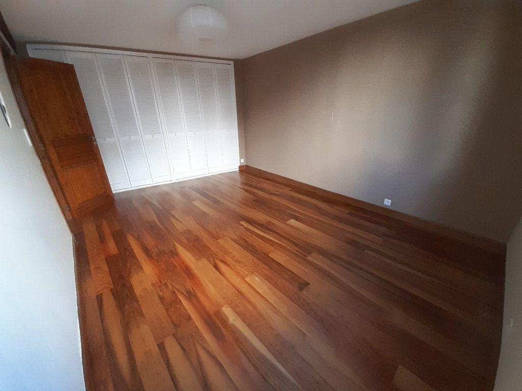 Appartement à louer 3 67.33m2 à Limoges vignette-4