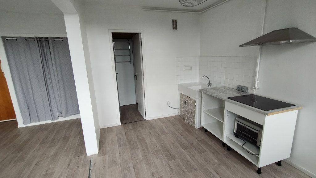 Appartement à louer 1 25.55m2 à Limoges vignette-3
