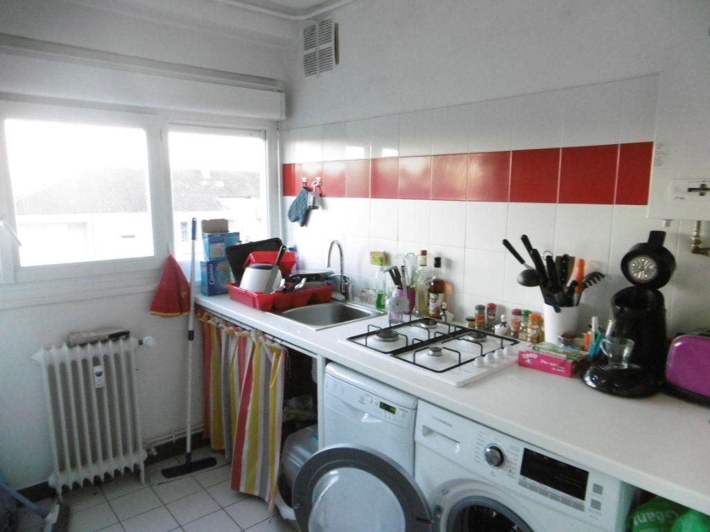 Appartement à louer 3 56.6m2 à Limoges vignette-1