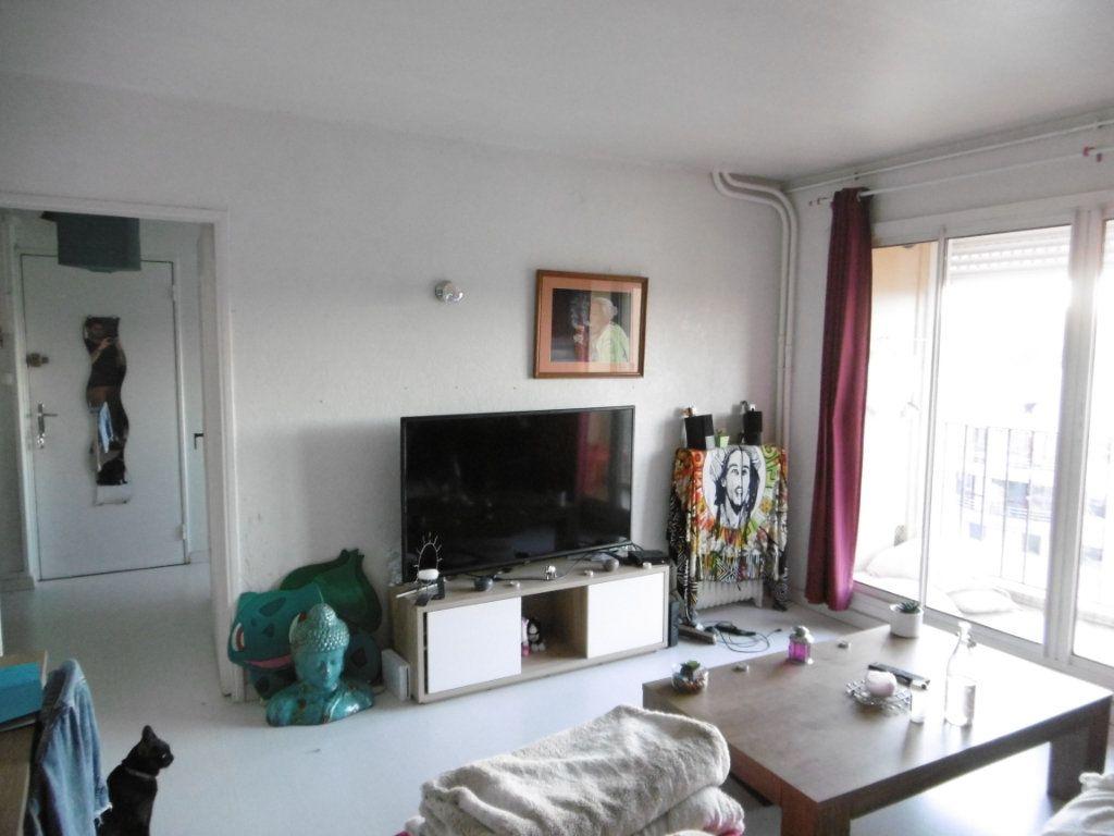Appartement à louer 3 56.6m2 à Limoges vignette-2