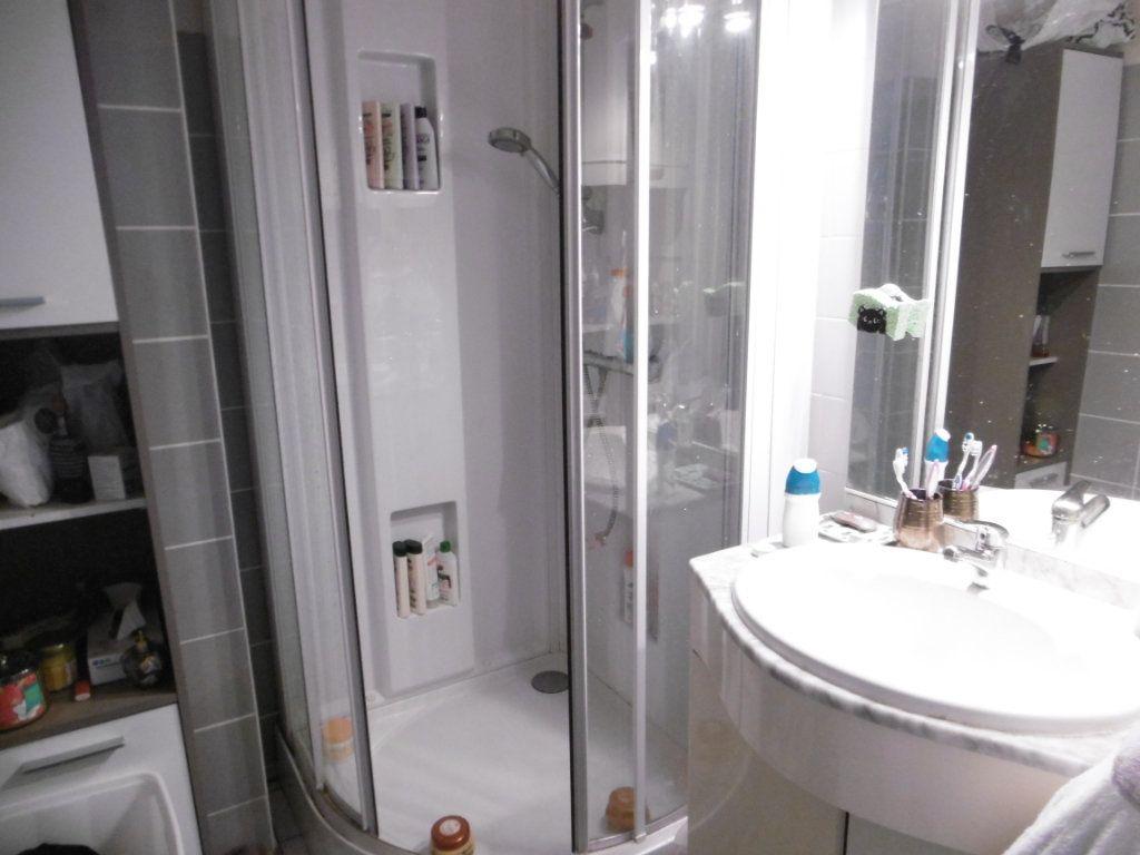 Appartement à louer 3 56.6m2 à Limoges vignette-3
