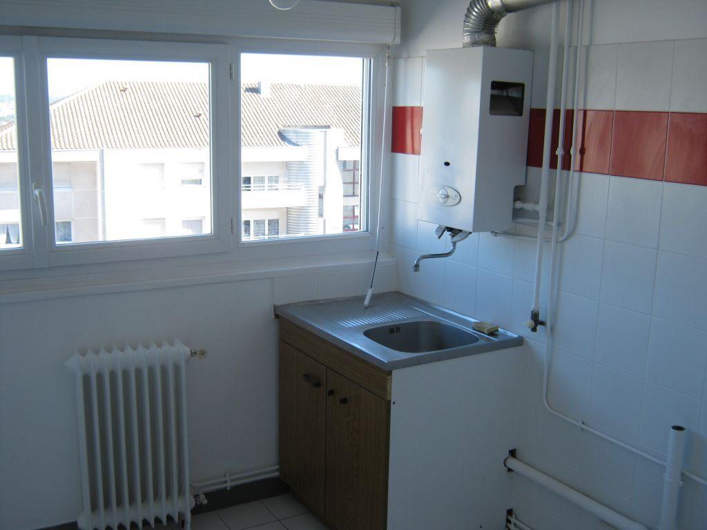 Appartement à louer 3 56.6m2 à Limoges vignette-5