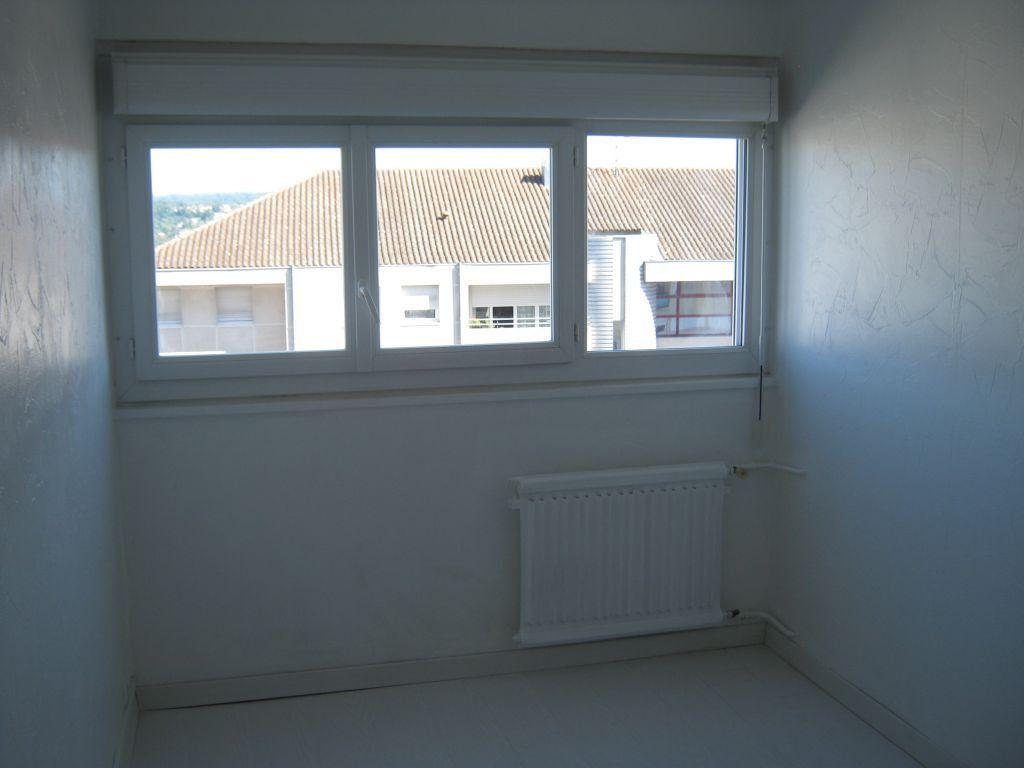 Appartement à louer 3 56.6m2 à Limoges vignette-7