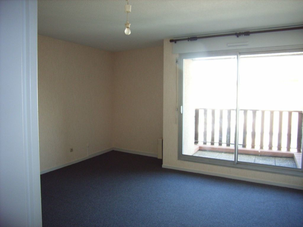 Appartement à louer 1 27m2 à Mont-de-Marsan vignette-2