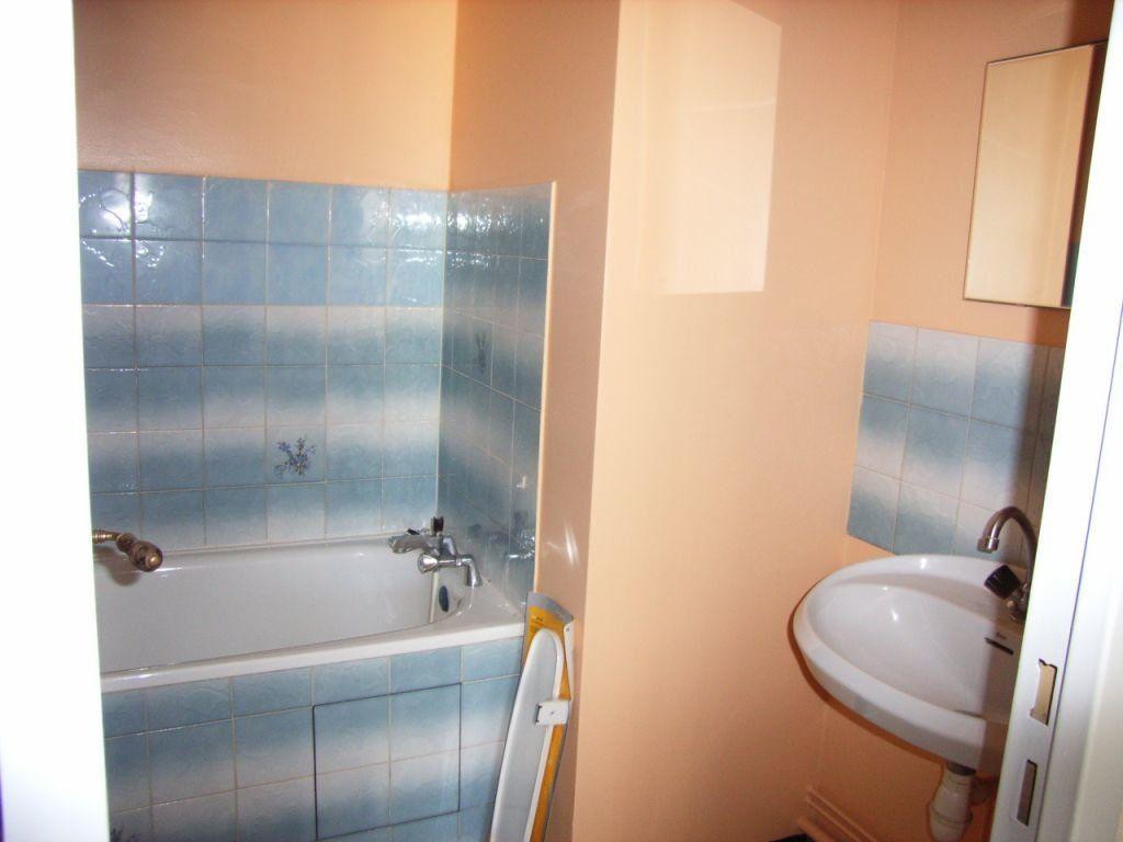 Appartement à louer 1 27m2 à Mont-de-Marsan vignette-5