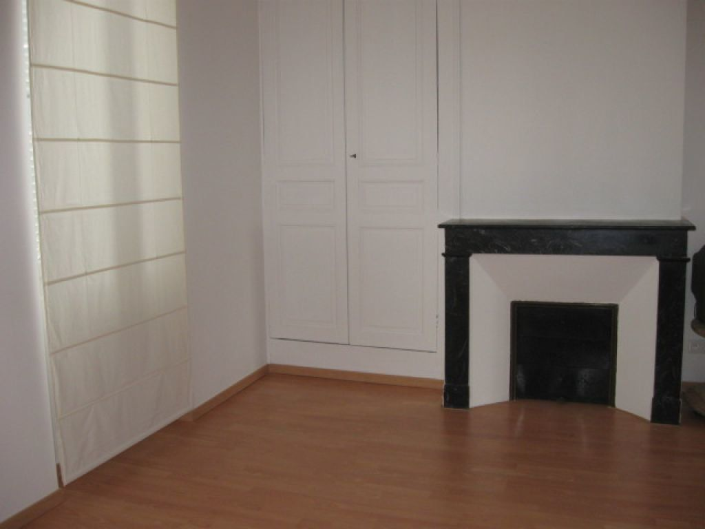 Appartement à louer 1 29m2 à Mont-de-Marsan vignette-1