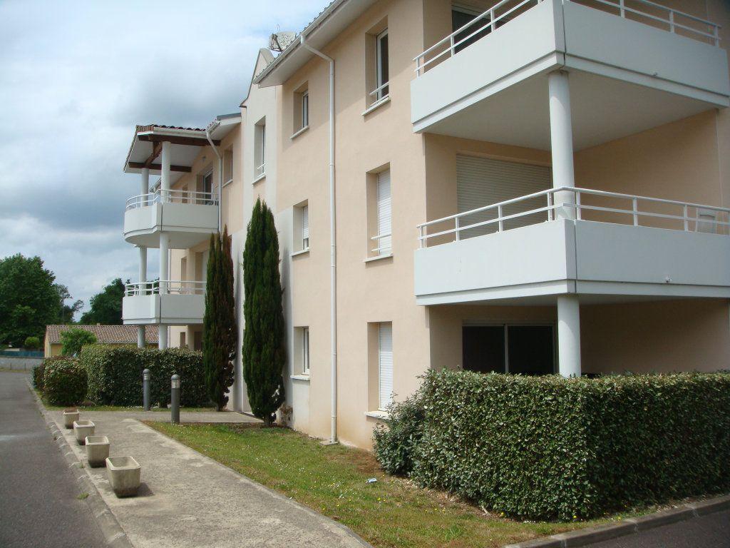 Appartement à louer 2 44.66m2 à Saint-Pierre-du-Mont vignette-1