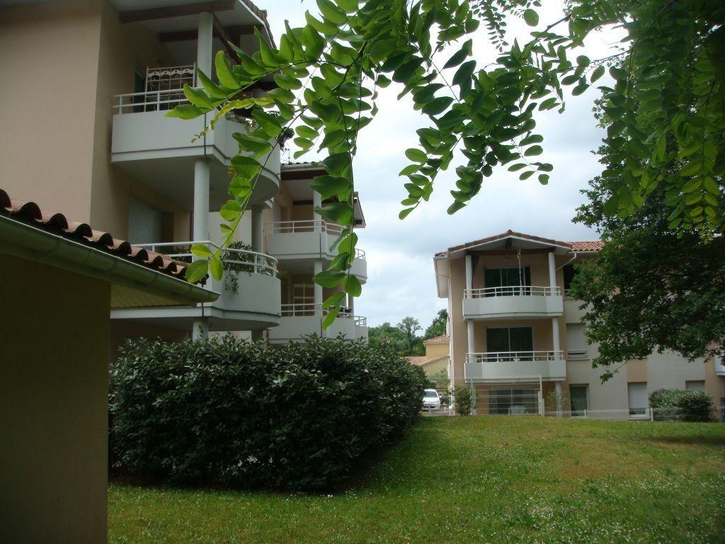 Appartement à louer 2 44.66m2 à Saint-Pierre-du-Mont vignette-2