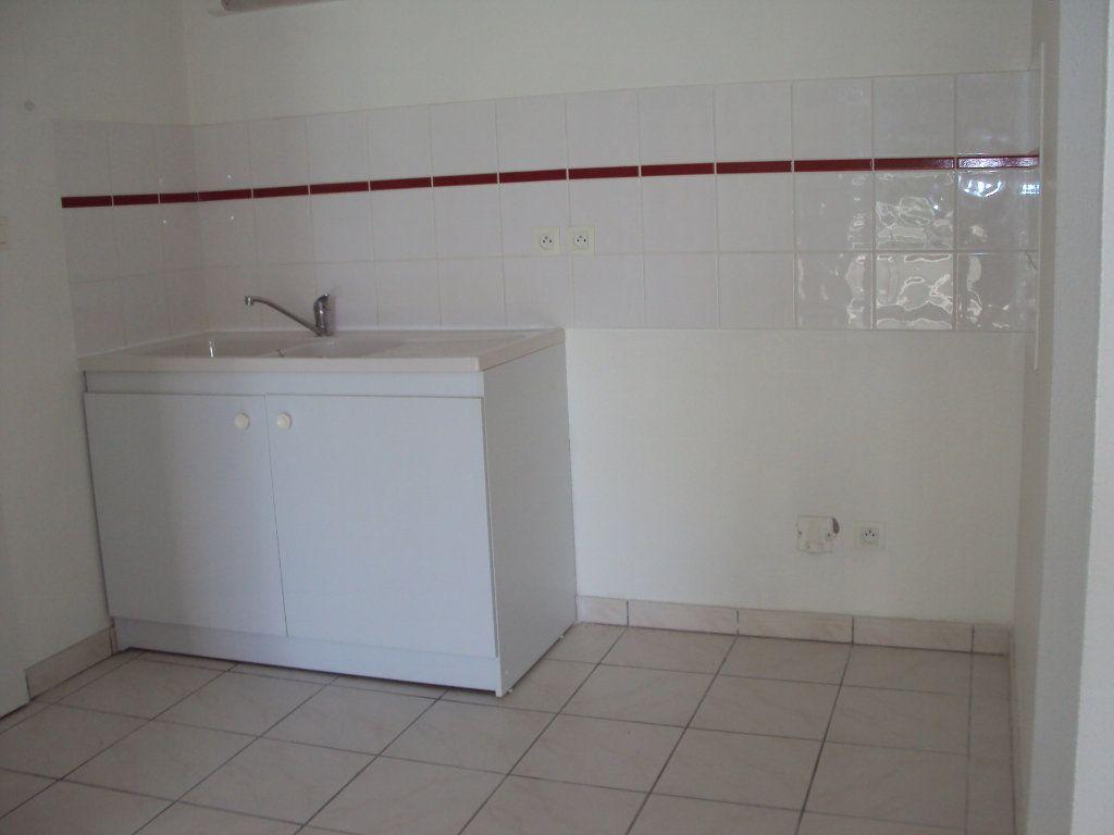 Appartement à louer 2 44.66m2 à Saint-Pierre-du-Mont vignette-5