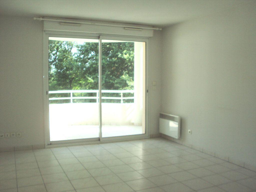 Appartement à louer 2 44.66m2 à Saint-Pierre-du-Mont vignette-6