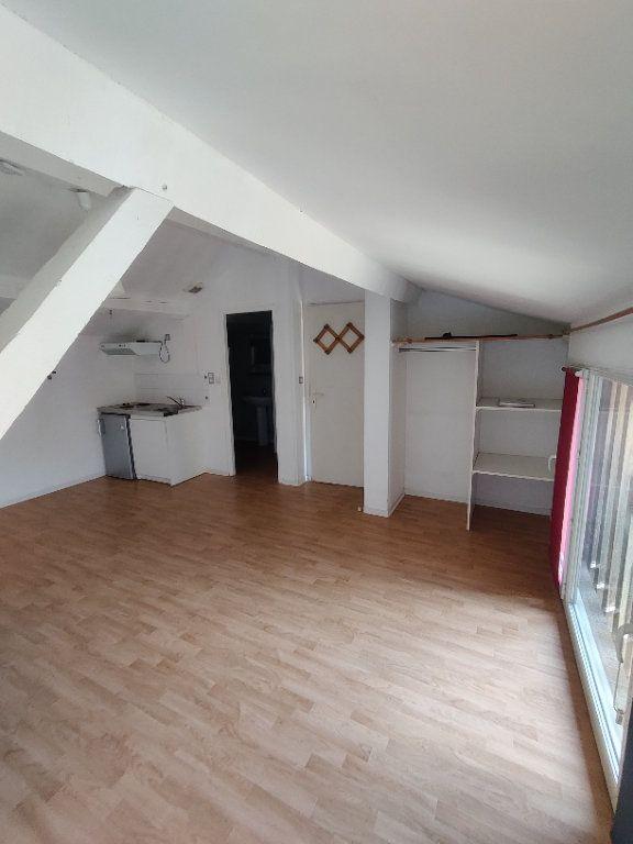 Appartement à louer 1 24m2 à Mont-de-Marsan vignette-1