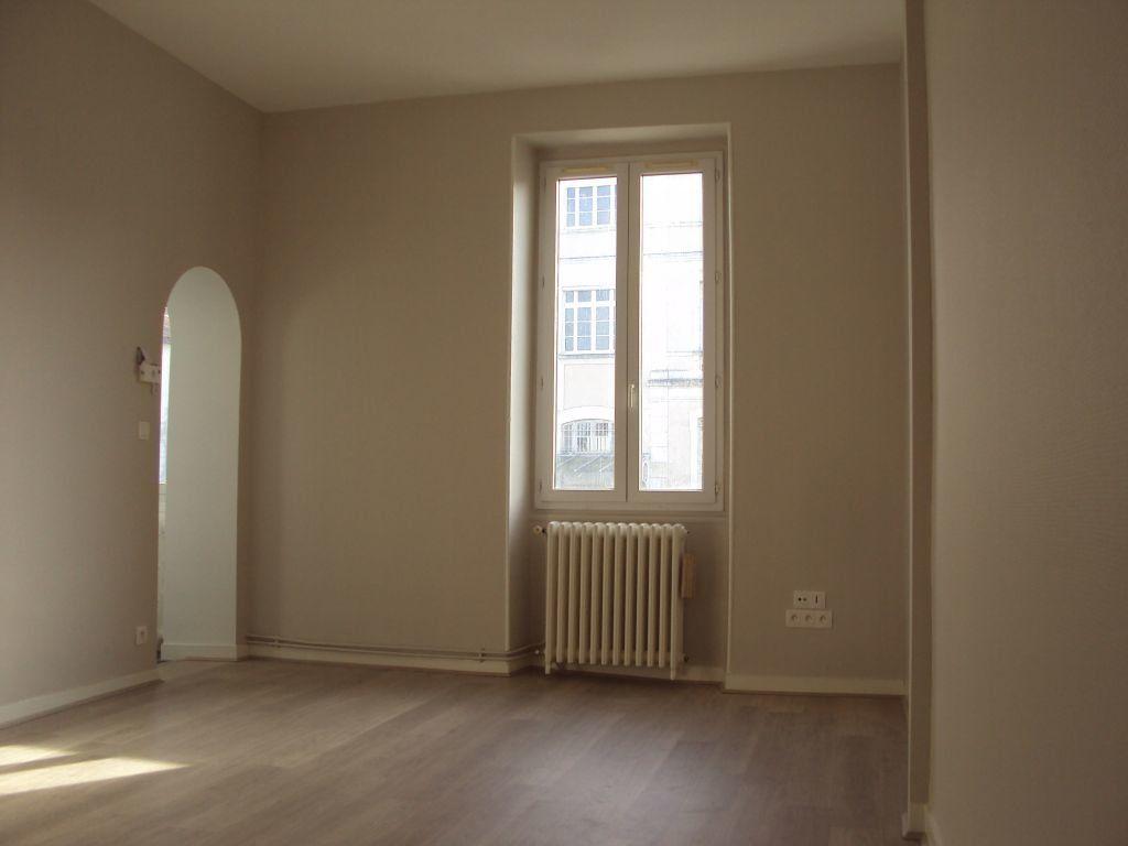 Appartement à louer 3 67m2 à Mont-de-Marsan vignette-1