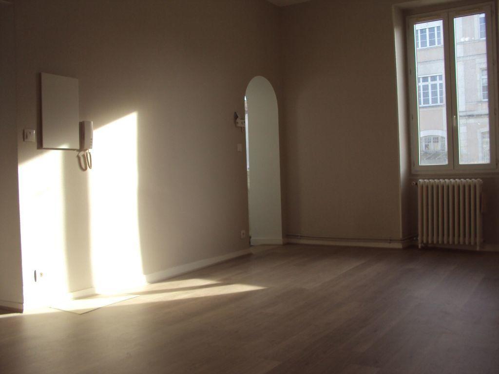 Appartement à louer 3 67m2 à Mont-de-Marsan vignette-3