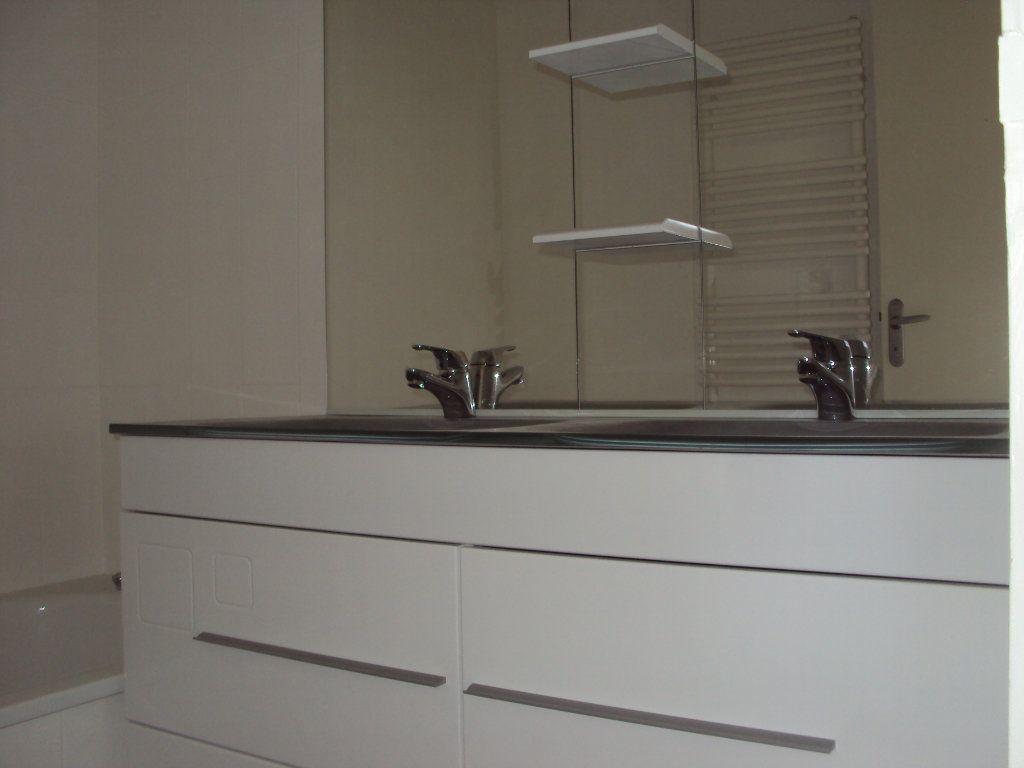 Appartement à louer 3 67m2 à Mont-de-Marsan vignette-4