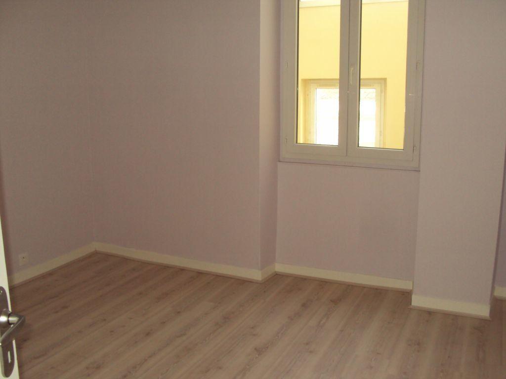 Appartement à louer 3 67m2 à Mont-de-Marsan vignette-5