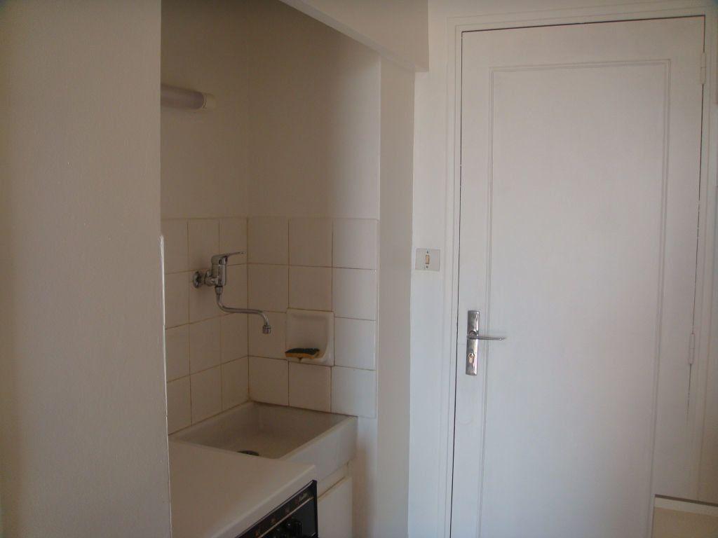 Appartement à louer 1 17.33m2 à Mont-de-Marsan vignette-3