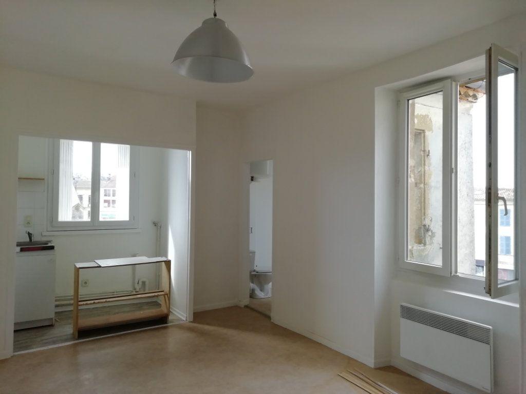 Appartement à louer 1 22.74m2 à Mont-de-Marsan vignette-1