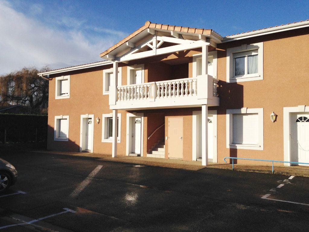 Appartement à louer 2 40m2 à Mont-de-Marsan vignette-1